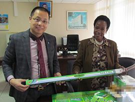 董事长在坦桑尼亚展示公司部分优秀产品